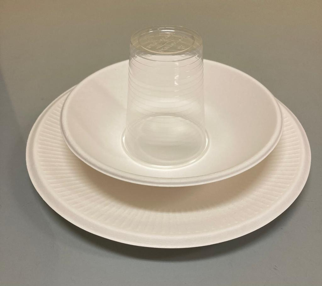 Piatti, bicchieri compostabili in mensa